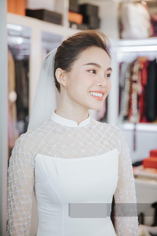 Cũng tên Hồng Ngọc, Quán quân The X-factor này sẽ tổ chức vào tháng 11. Cô có con trai năm 2018 và sau 1 năm sinh con, nữ ca sĩ quyết định kết hôn với cha của cậu bé.