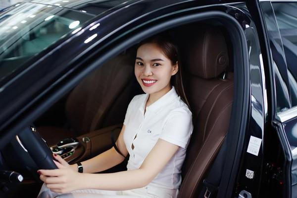 Hiện tại, người đẹp đã mua được nhà và xe rồi dần ổn định cuộc sống.