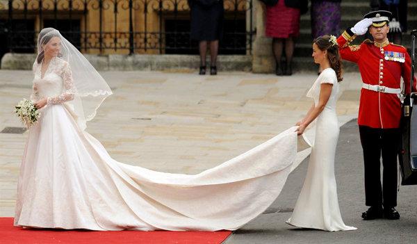 Phần đuôi dài 2m7 từ bộ váy của Kate trong ngày trọng đại