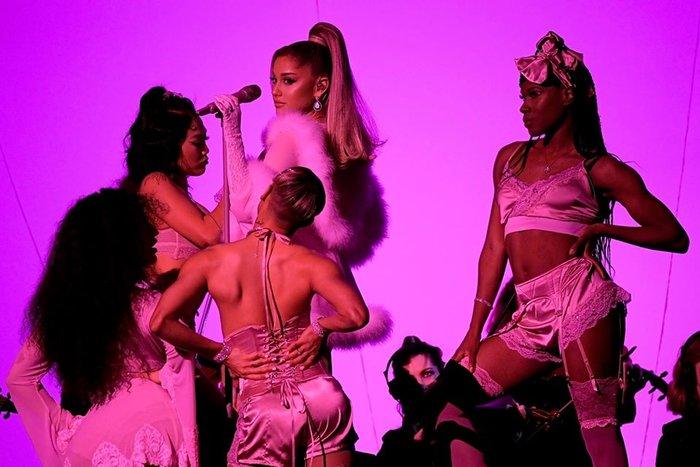 Ariana giật 'spotlight', đại diện châu Á BTS gây ấn tượng cùng loạt tiết mục cứu rỗi mùa Grammy 'thảm hoạ' 2