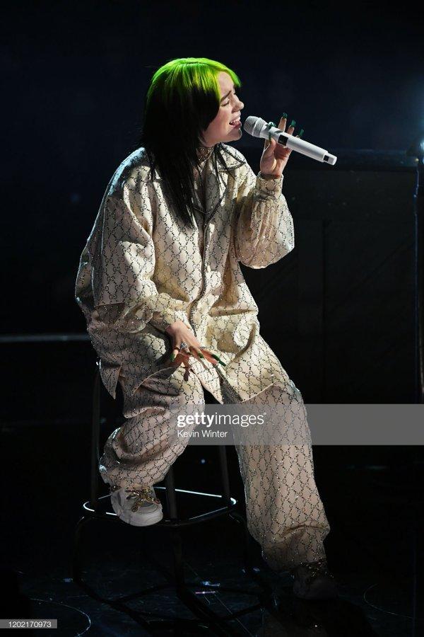 Ariana giật 'spotlight', đại diện châu Á BTS gây ấn tượng cùng loạt tiết mục cứu rỗi mùa Grammy 'thảm hoạ' 13