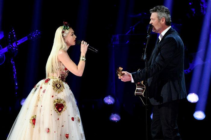 Đôi vợ chồng song ca cực tình trên sân khấu.