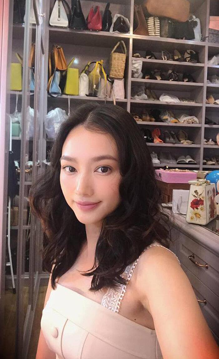 Cuộc chiến tủ đồ hiệu khốc liệt của Hoa hậu Việt, riêng H'Hen Niê giản dị đến khó tin 9