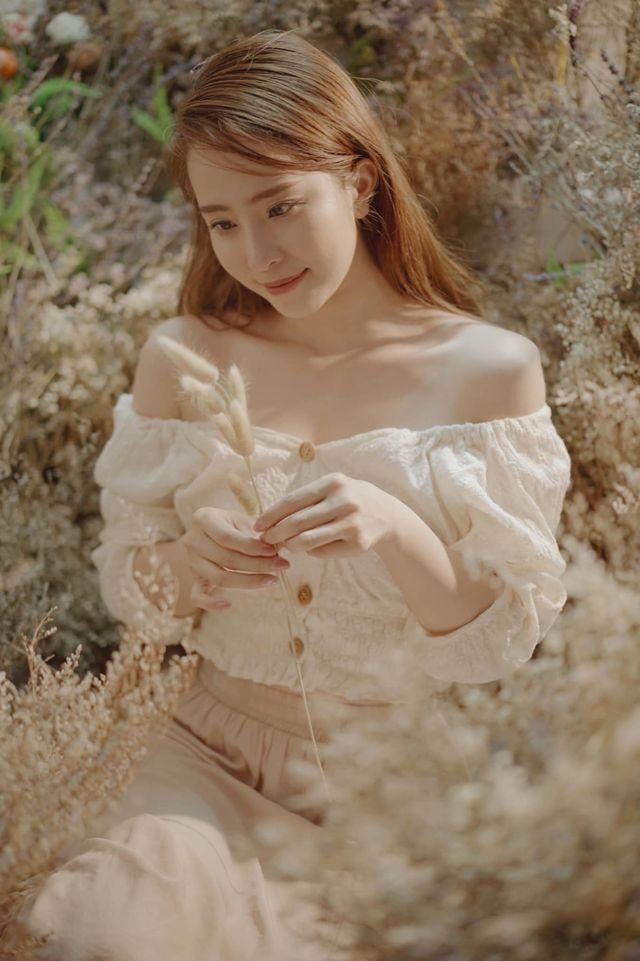 Street style của dàn diễn viên VTV: Linh và Tuệ Lâm cùng chọn váy dáng dài, Phương Oanh váy màu chóe 0