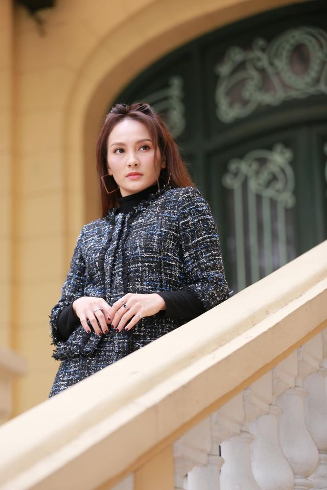 Street style của dàn diễn viên VTV: Linh và Tuệ Lâm cùng chọn váy dáng dài, Phương Oanh váy màu chóe 1