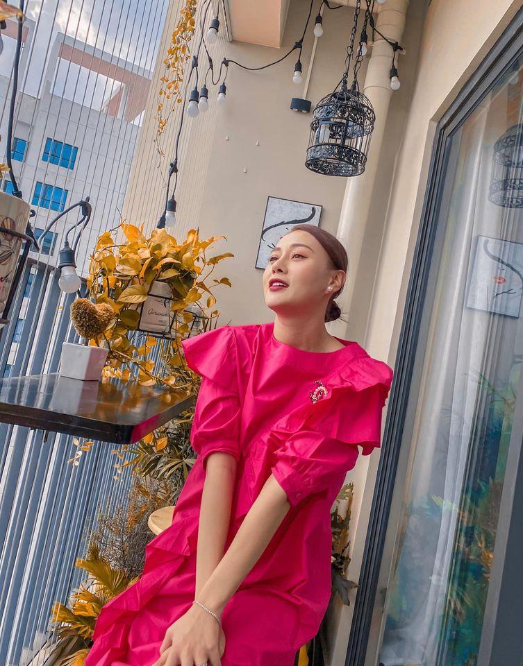 Street style của dàn diễn viên VTV: Linh và Tuệ Lâm cùng chọn váy dáng dài, Phương Oanh váy màu chóe 2