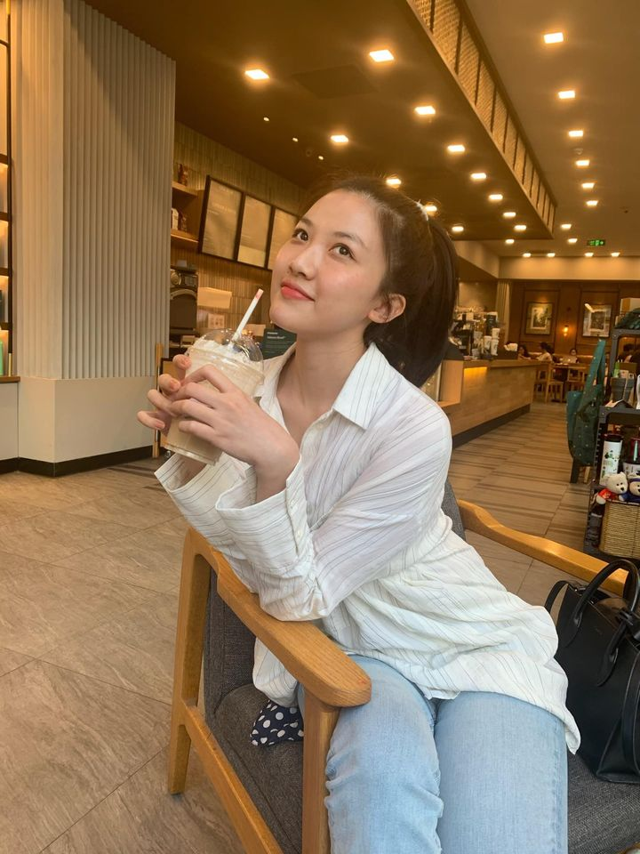 Street style của dàn diễn viên VTV: Linh và Tuệ Lâm cùng chọn váy dáng dài, Phương Oanh váy màu chóe 3