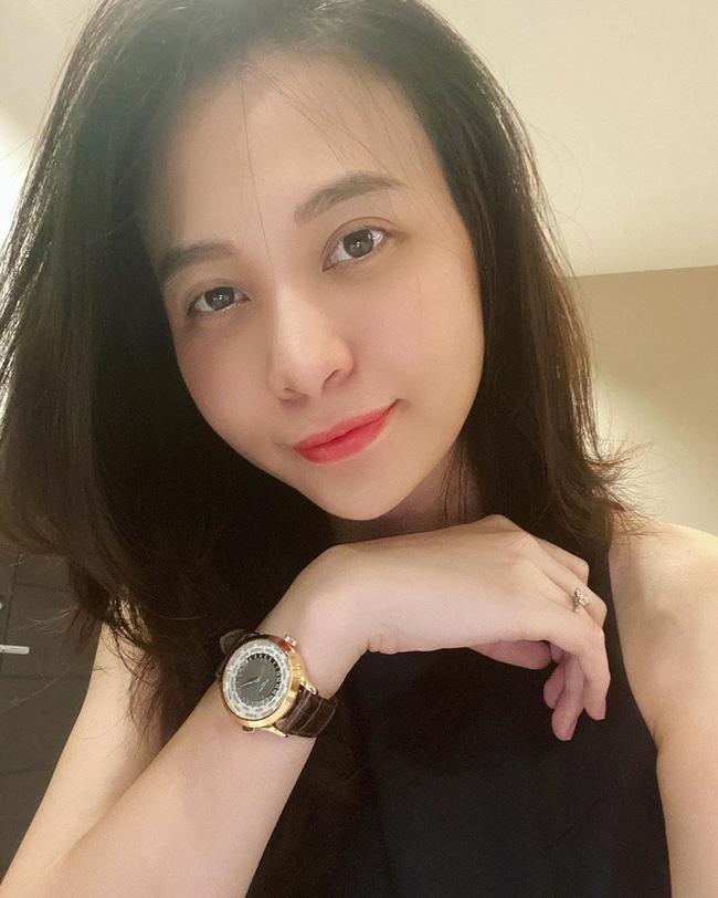 Mẹ 'bỉm sữa' Đàm Thu Trang công khai mặt mộc, lộ bọng mắt mệt mỏi thiếu ngủ sau hơn 1 tháng sinh con 1