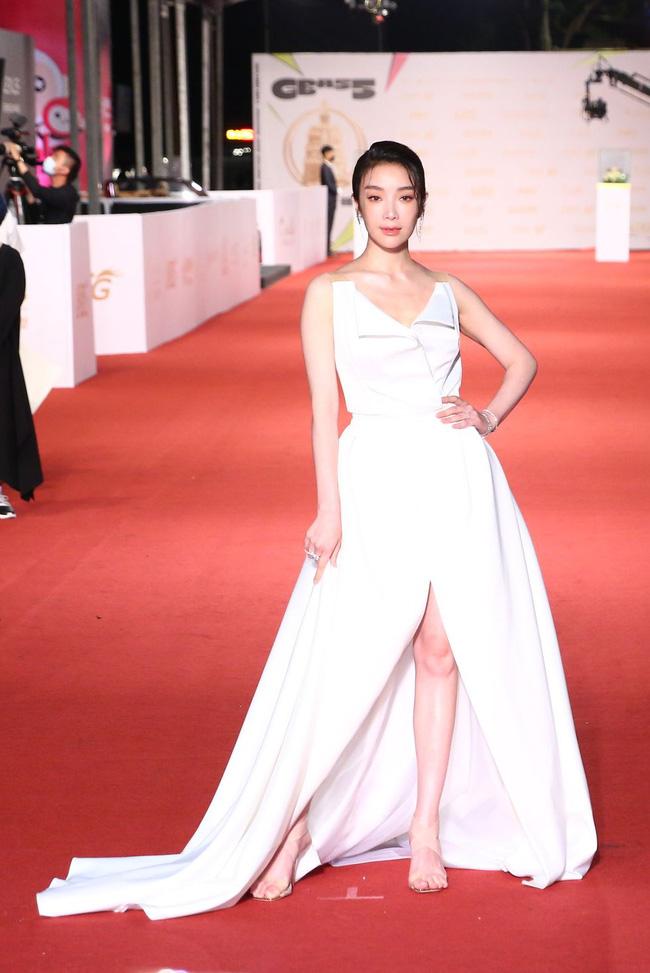 Thảm đỏ lễ trao giải Kim Chung lần thứ 55: Dàn mỹ nhân xứ Đài diện đầm quyến rũ tới mấy cũng hoàn toàn lu mời trước mỹ nam diện váy 10