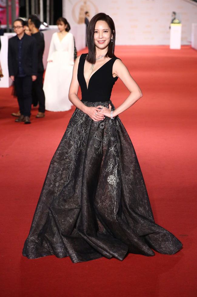 Thảm đỏ lễ trao giải Kim Chung lần thứ 55: Dàn mỹ nhân xứ Đài diện đầm quyến rũ tới mấy cũng hoàn toàn lu mời trước mỹ nam diện váy 11