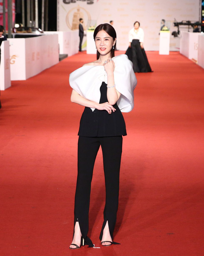 Thảm đỏ lễ trao giải Kim Chung lần thứ 55: Dàn mỹ nhân xứ Đài diện đầm quyến rũ tới mấy cũng hoàn toàn lu mời trước mỹ nam diện váy 9