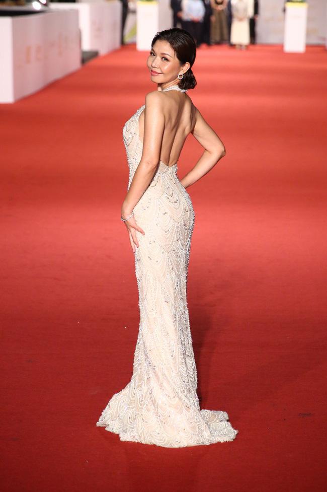 Thảm đỏ lễ trao giải Kim Chung lần thứ 55: Dàn mỹ nhân xứ Đài diện đầm quyến rũ tới mấy cũng hoàn toàn lu mời trước mỹ nam diện váy 19