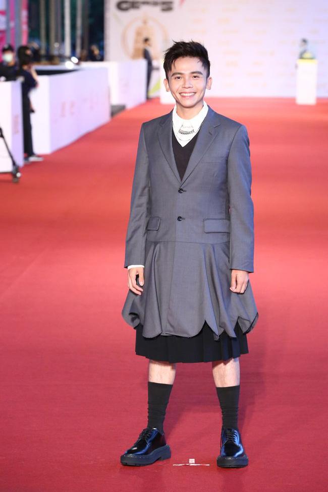 Thảm đỏ lễ trao giải Kim Chung lần thứ 55: Dàn mỹ nhân xứ Đài diện đầm quyến rũ tới mấy cũng hoàn toàn lu mời trước mỹ nam diện váy 21