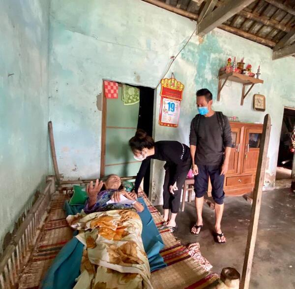 Phỏng vấn nóng vợ chồng Lý Hải - Minh Hà sau chuyến cứu trợ: Bày tỏ suy nghĩ về Thủy Tiên, tiết lộ cách minh bạch tiền ủng hộ 3