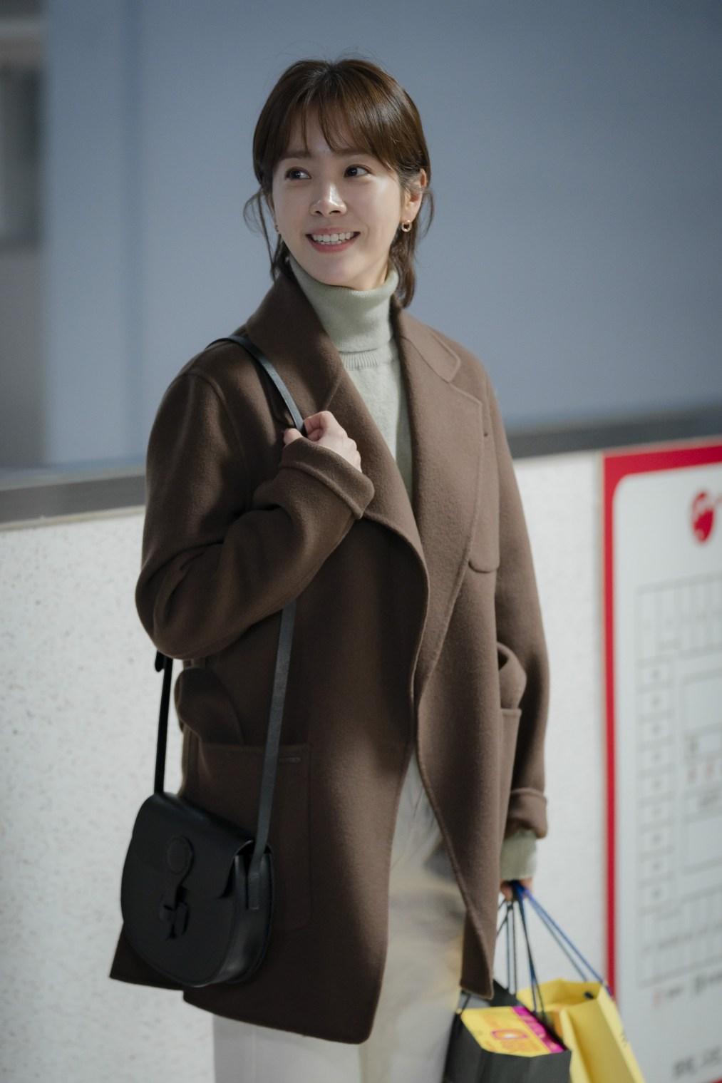 5 kiểu áo khoác chưa bao giờ hết mốt trong phim Hàn, sắm đủ thì bạn sẽ mặc đẹp và sang hơn hẳn mùa lạnh năm ngoái 9