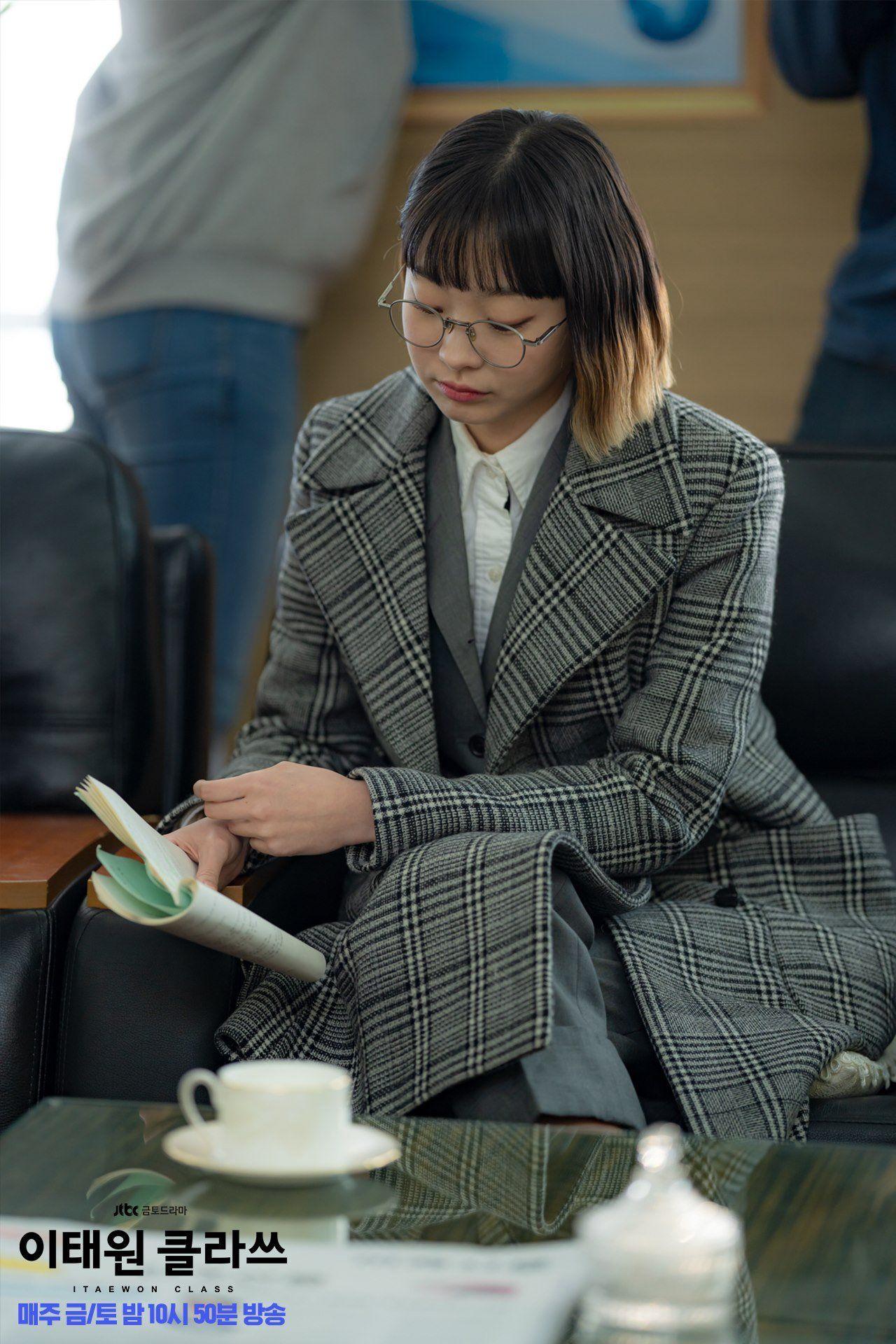 5 kiểu áo khoác chưa bao giờ hết mốt trong phim Hàn, sắm đủ thì bạn sẽ mặc đẹp và sang hơn hẳn mùa lạnh năm ngoái 11