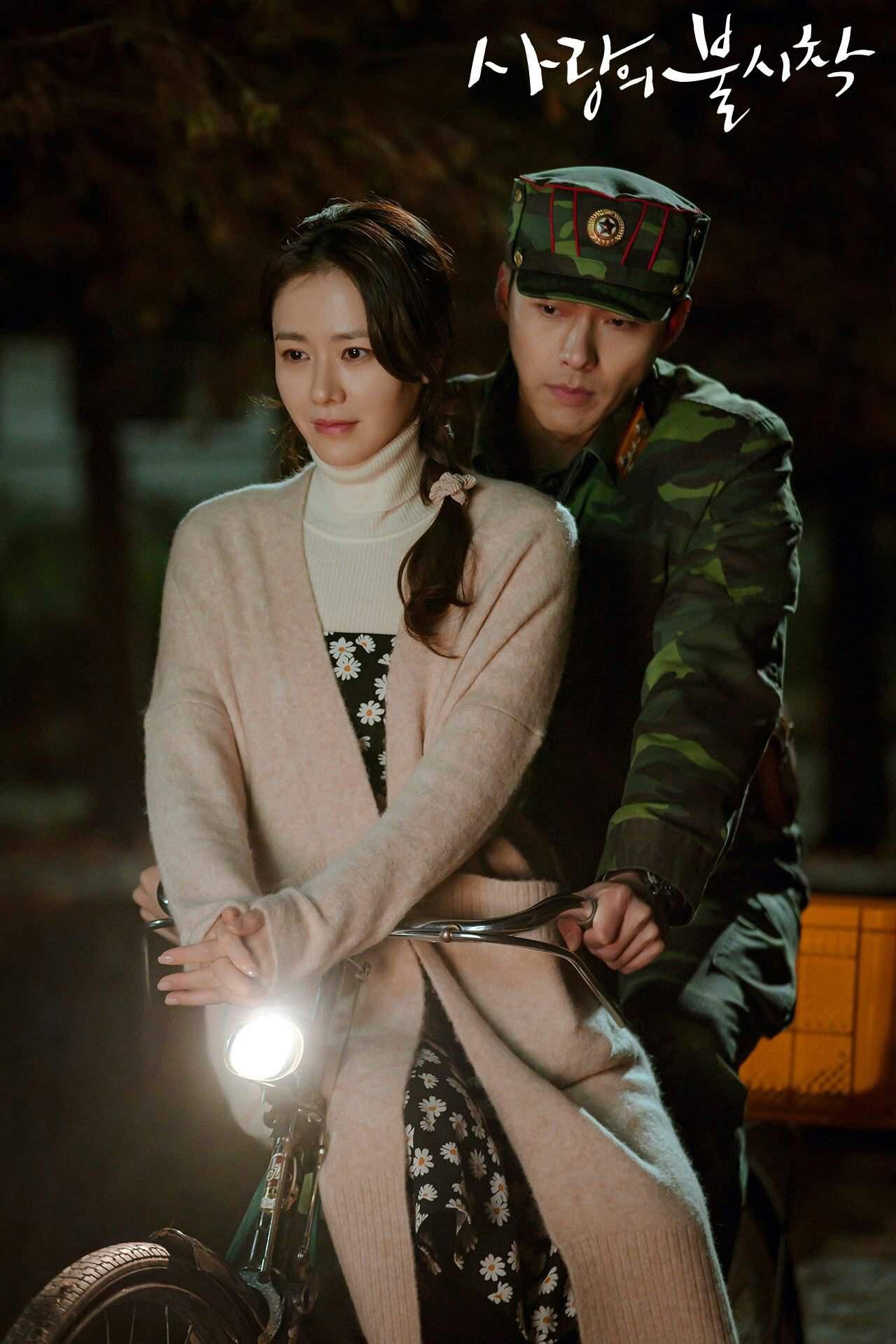 5 kiểu áo khoác chưa bao giờ hết mốt trong phim Hàn, sắm đủ thì bạn sẽ mặc đẹp và sang hơn hẳn mùa lạnh năm ngoái 14