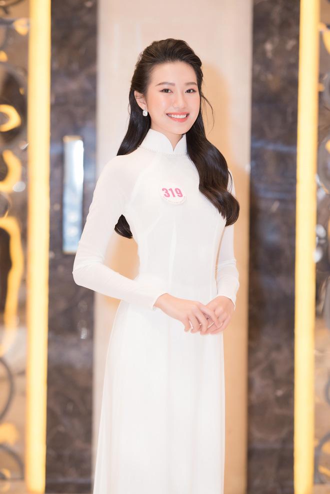 Đoàn Văn Hậu lạnh lùng xuất hiện, cổ vũ 'bạn gái' thi chung kết Hoa hậu Việt Nam? 5