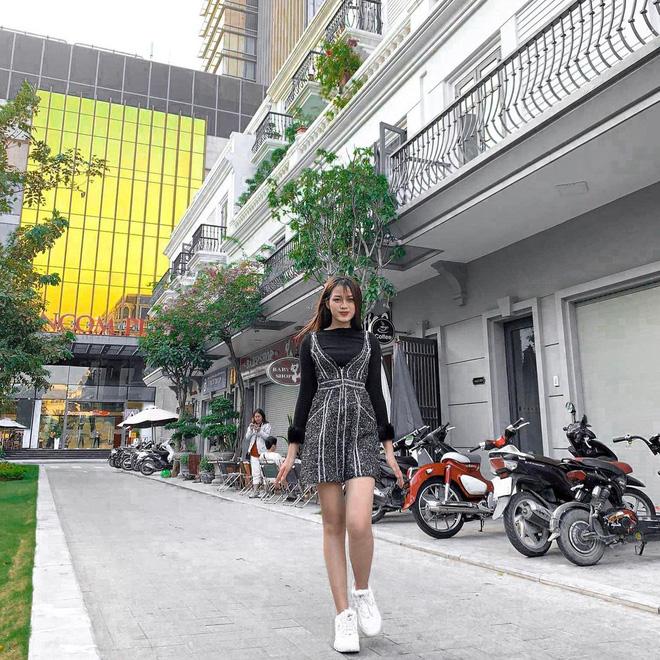Hoa hậu Đỗ Thị Hà sexy dần đều chỉ sau 1 năm, biết chọn loạt item trẻ trung tôn dáng 2