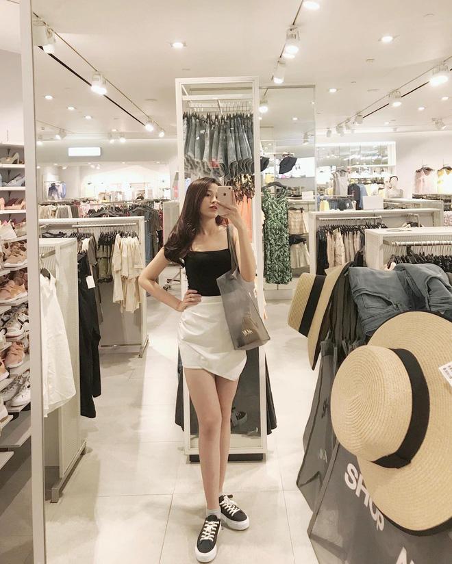 Hoa hậu Đỗ Thị Hà sexy dần đều chỉ sau 1 năm, biết chọn loạt item trẻ trung tôn dáng 3