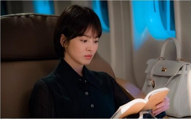 Khán giả Hàn nói gì về tạo hình u sầu của Song Hye Kyo trong phim 'Boyfriend' cùng Park Bo Gum 0