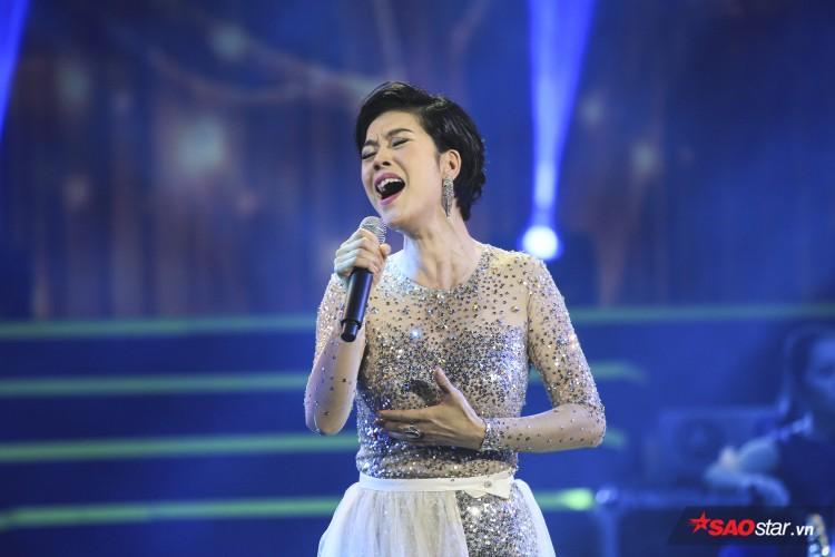 Thu Phương gây thích thú với phần cover HongKong1.