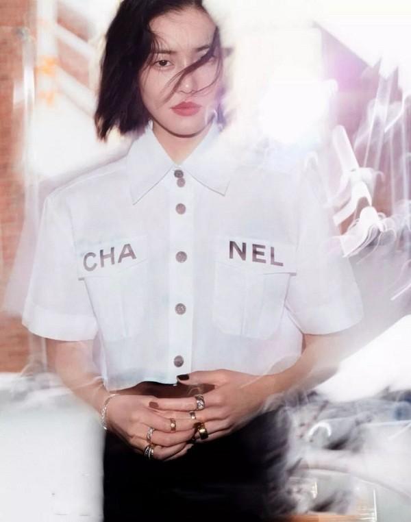 Thiên thần Victoria's Secret Liu Wen vô cùng cuốn hút trong chiếc áo Chanel này trong một set chụp hình