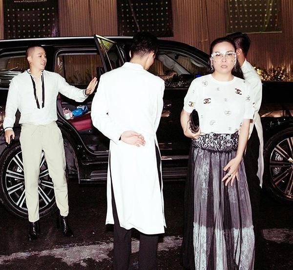 Đây không phải là một set đồ mới mẻ, bởi trước đó nữ doanh nhân cũng từng diện nó khi tham dự một sự kiện thời trang.