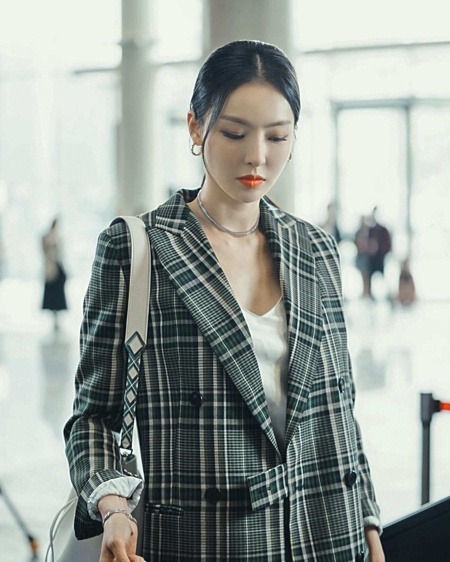 Phim Hàn gần đây có thể ảm đạm, nhưng thời trang trong đó vẫn là nguồn cảm hứng dạt dào cho chị em công sở 13
