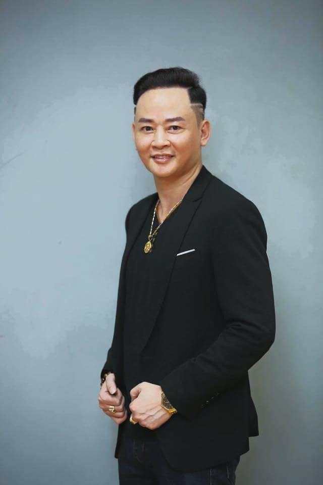 Nghệ sĩ Tùng Dương.