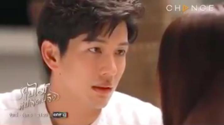 'Chiếc lá bay': Chat - Nira gây đỏ mặt vì lời thoại 'người lớn', hôn môi say đắm trong bối cảnh 'giường chiếu' nóng bỏng 2