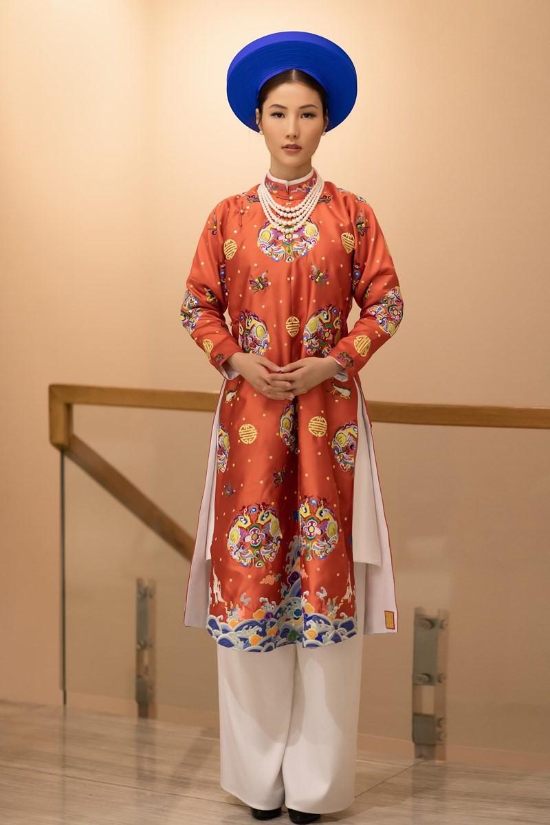 Câu chuyện 'Phượng khấu' xoay quanh cuộc đời của Từ Dụ Thái hậu, tập trung xoay quanh quãng thời gian 1840 - 1847, giai đoạn bà vẫn đang là phi tần của Hoàng đế Thiệu Trị. Vượt qua những âm mưu, hiểm nguy tầng tầng lớp lớp từ những người đẹp trong nội đình, bà cuối cùng thành công đưa con trai của mình - Hồng Nhậm - lên kế vị (tức Hoàng đế Tự Đức) và trở thành Hoàng Thái hậu đầy uy quyền trong triều Nguyễn.