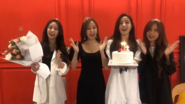 Các cô nàngT-ara livestream thổi nến kỉ niệm 10 năm debut.