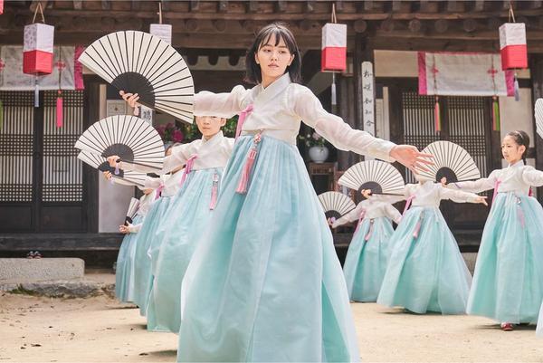 Sửng sốt trước tạo hình kỹ nữ của Kim So Hyun trong phim hài lãng mạn 'Sử ký Nok Do' 5