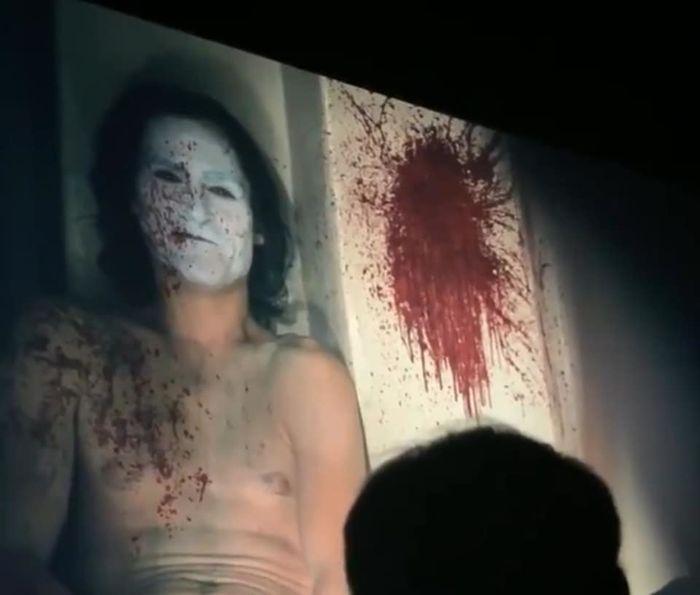 Cảnh phim được nhiều người ví như 'cảnh John Wick thảm sát chỉ bằng cây bút chì' trong Joker.