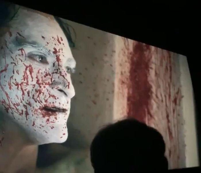 Dù đã gắn nhãn R, nhưng độ bạo lực trong Joker khiến người xem cảm thấy ám ảnh và lo ngại.