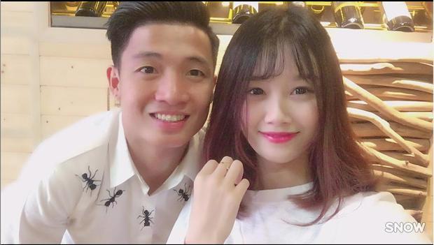 Bạn gái Văn Toàn khá thân thiết với Tiến Dũng.