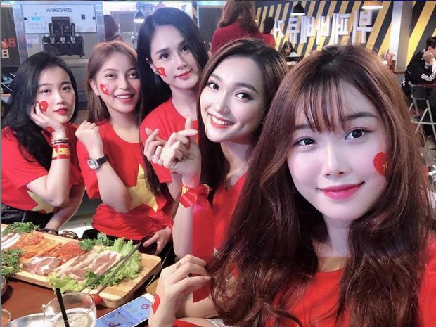 Cô nàng sở hữu vẻ ngoài xinh đẹp không thua kém gì dàn WAGs tuyển Việt Nam.