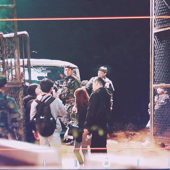 Lộ tạo hình quân nhân siêu đẹp trai của 'tình cũ Song Hye Kyo' trong phim mới đóng cùng Son Ye Jin: 'Soái' thế này ai vượt được anh! 1