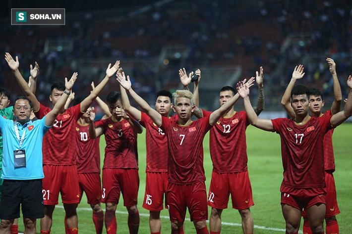 Tờ báo Malaysia cho rằng áp lực lớn từ sự kỳ vọng của người hâm mộ có thể khiến tuyển Việt Nam thất bại.