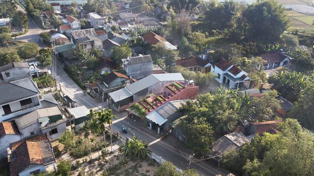 Ngôi nhà với phần mái được thiết kế dạng bậc thang vô cùng độc đáo.