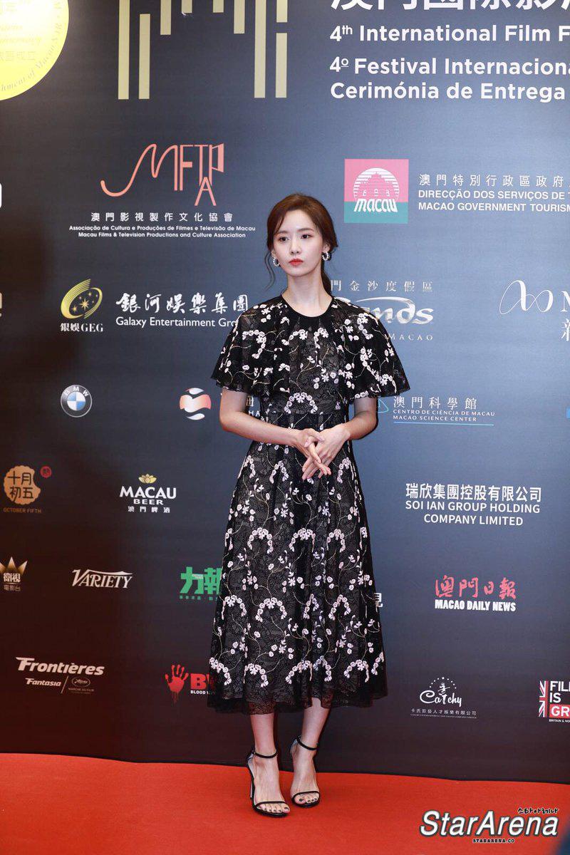 Yoona thay liền 2 bộ váy: Vừa kín đáo đã quay ngoắt sang lồng lộn đúng chuẩn 'nữ hoàng thảm đỏ' khiến ai cũng trầm trồ 4