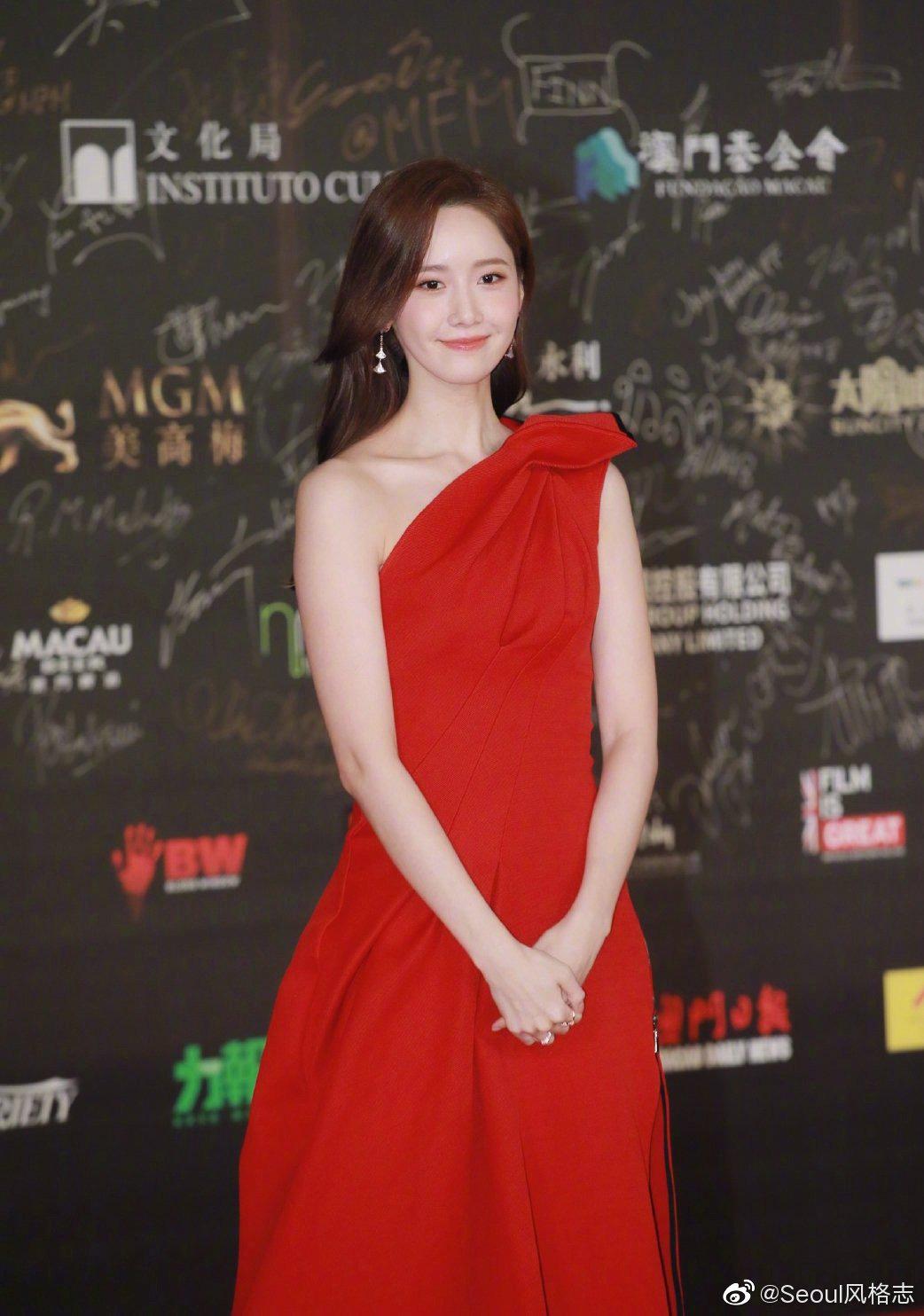 Yoona thay liền 2 bộ váy: Vừa kín đáo đã quay ngoắt sang lồng lộn đúng chuẩn 'nữ hoàng thảm đỏ' khiến ai cũng trầm trồ 6
