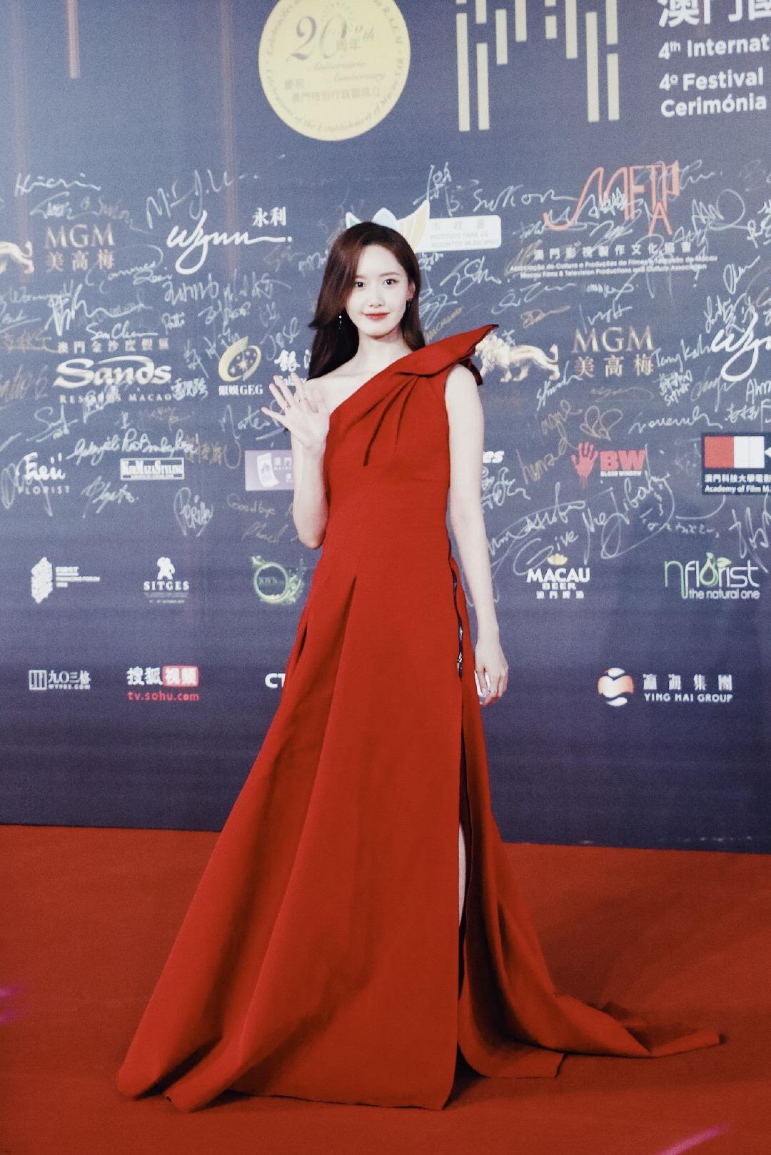 Yoona thay liền 2 bộ váy: Vừa kín đáo đã quay ngoắt sang lồng lộn đúng chuẩn 'nữ hoàng thảm đỏ' khiến ai cũng trầm trồ 8
