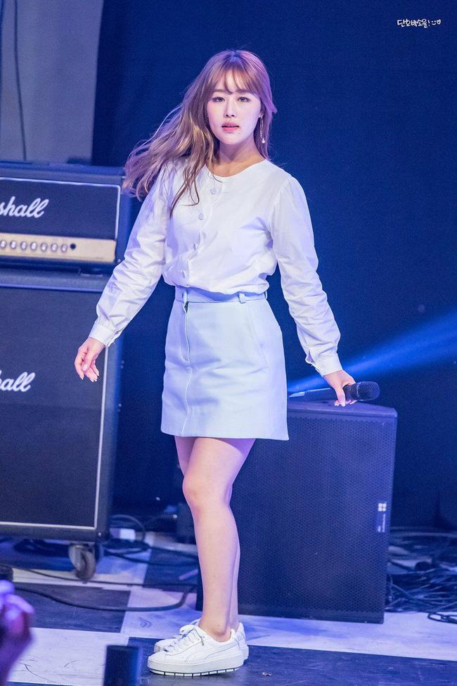 Sau Nancy và JooE (MOMOLAND), thêm một nữ idol Kpop bị netizen chê tơi bời vì ngoại hình xấu xí 2