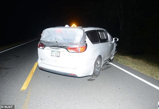 Chiếc xe gặp tai nạn khi chở thi thể người vợ.