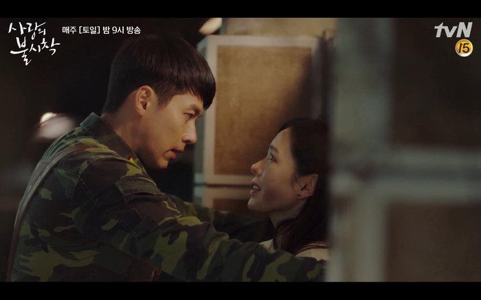 'Hạ cánh nơi anh' tập 1: Son Ye Jin bất ngờ tỏ tình với Hyun Bin khi đang khổ sở chạy trốn khỏi sự truy sát?