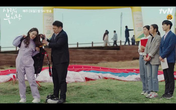 'Hạ cánh nơi anh' tập 1: Son Ye Jin bất ngờ tỏ tình với Hyun Bin khi đang khổ sở chạy trốn khỏi sự truy sát 6