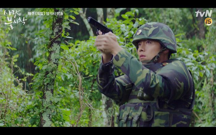 'Hạ cánh nơi anh' tập 1: Son Ye Jin bất ngờ tỏ tình với Hyun Bin khi đang khổ sở chạy trốn khỏi sự truy sát 15