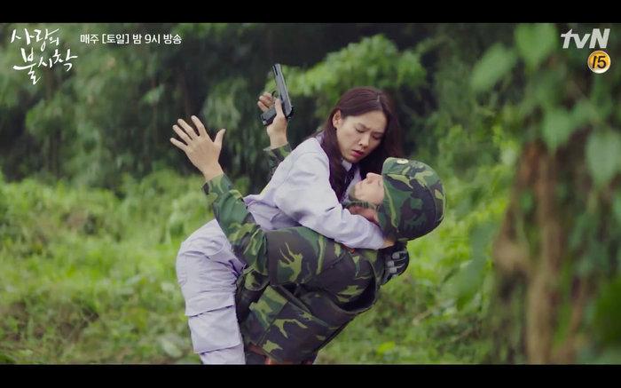 'Hạ cánh nơi anh' tập 1: Son Ye Jin bất ngờ tỏ tình với Hyun Bin khi đang khổ sở chạy trốn khỏi sự truy sát 16